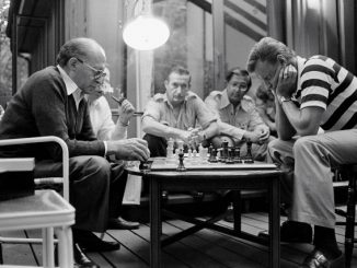 1280px-Begin_Brzezinski_Camp_David_Chess